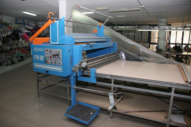 Maschinen zum Nähen und Verpacken von Hemden