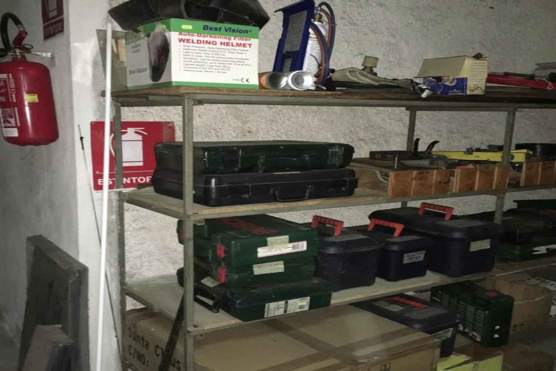 Leuchtschilder und elektrische Ausrüstung