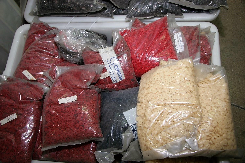 Stoffe und Zubehör zum Verpacken von Hemden