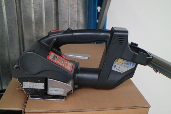 Batterie-Umreifungsmaschine