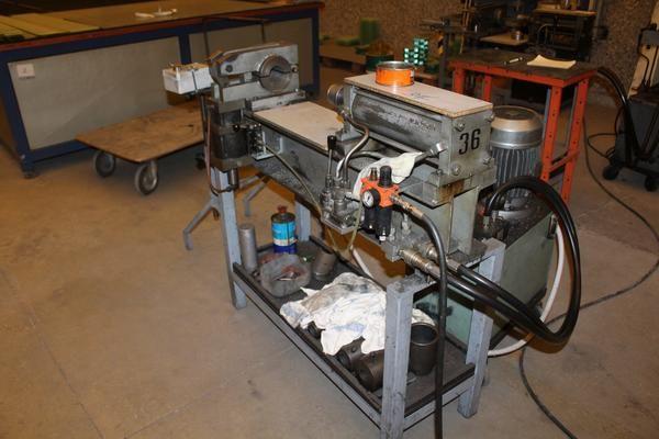 Abflachung der Schleifscheibe und der hydraulischen Presse