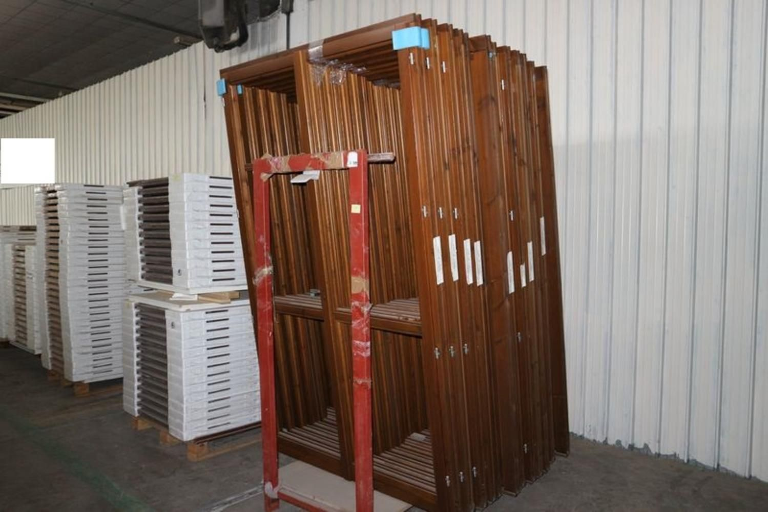 Halbfertige Türen und Fertigerzeugnisse
