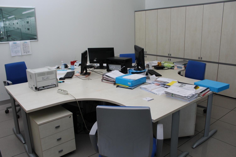 HP Drucker und Büromöbel