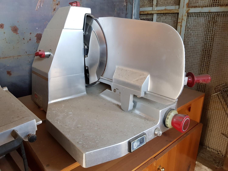 Berkel-Aufschnittmaschinen und elektrische Öfen von Smeg