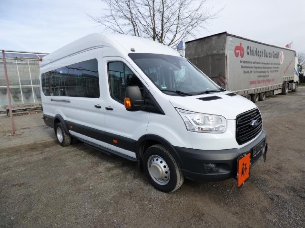 Minibus ( amtl. Kennz. GE - LB 3027)