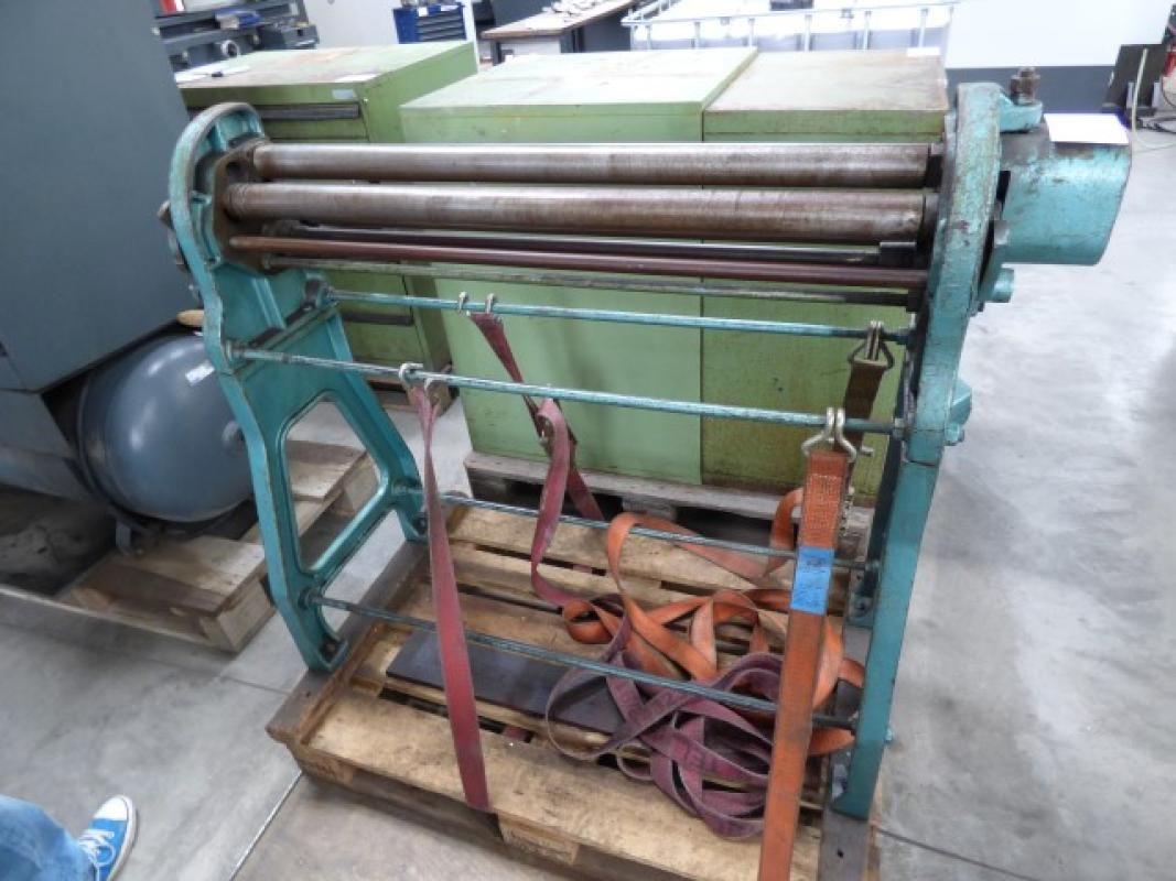 Dreiwalzen-Blechwiegemaschine