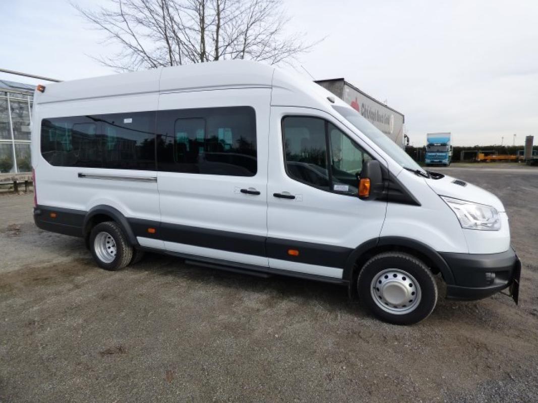 Minibus ( amtl. Kennz. GE - LB 3025)