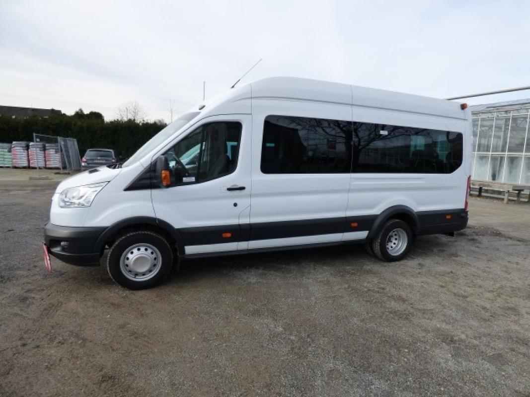 Minibus ( amtl. Kennz. GE - LB 3028)