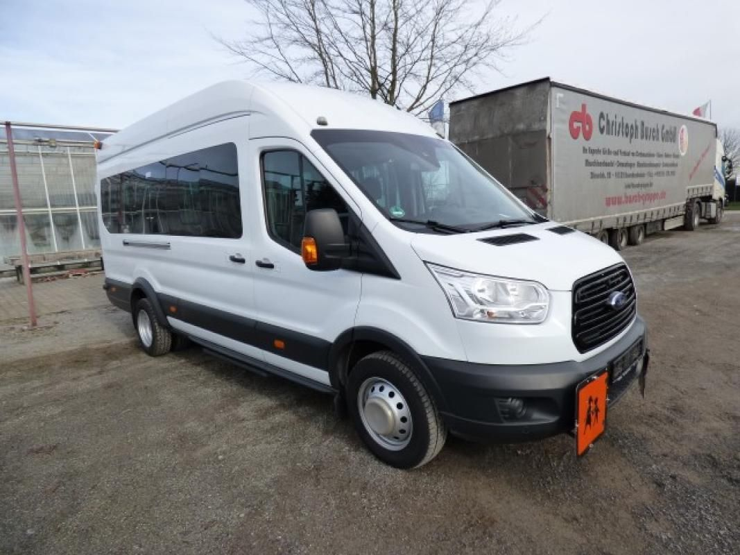 Minibus ( amtl. Kennz. GE - LB 3021)
