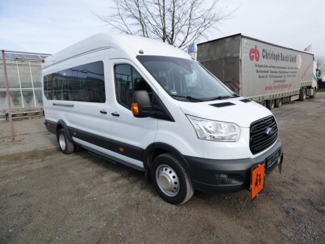 Minibus ( amtl. Kennz. GE - LB 3023)