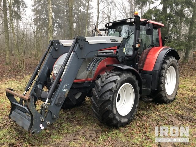2010 Valtra T152 4WD Traktor
