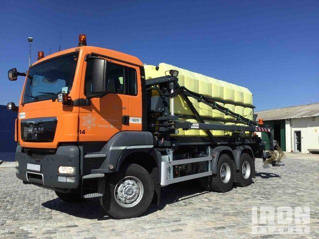 2010 Boschung SDASF S5P15400HW 15000 L auf 2011 MAN TGS33.400 6x6 De-Icer Truck