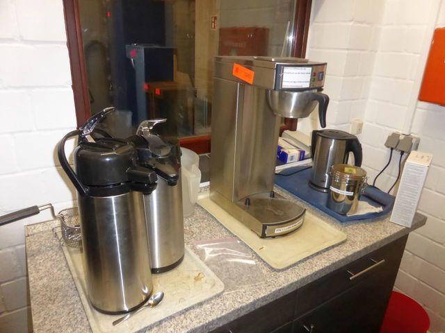 Posten Küchengeräte und Küchenausstattung bestehend aus: Mikrowelle ALASKA; Gastrokaffeemaschine SAR
