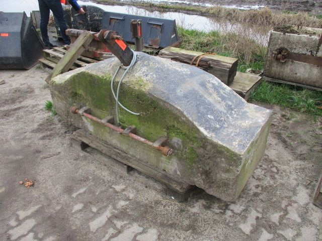 Frontgewichtstein aus Beton