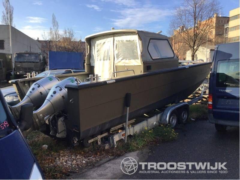 Bundesheer-Boot mit Anhänger
