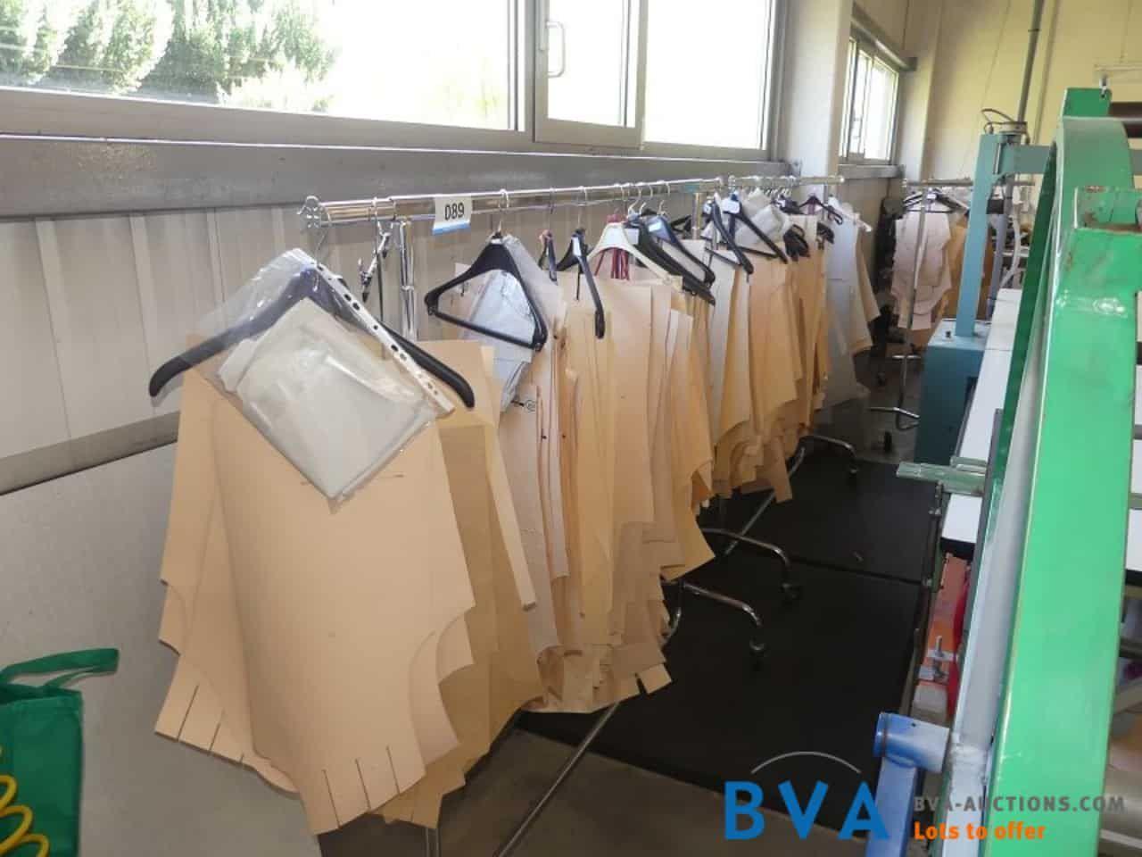 fahrbarer Kleiderbügelständer