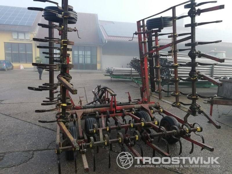 Kombinations-Bodenbearbeitungsmaschine