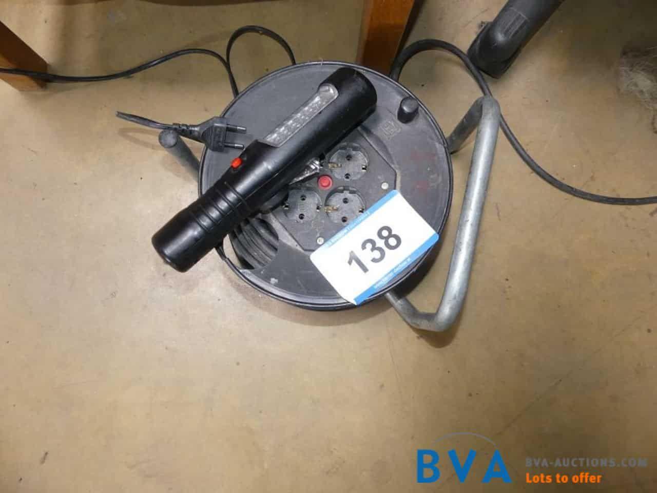 Kabeltrommel 220 V und Handlampe LED