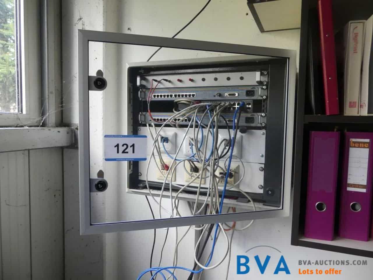 Wandkasten-Rack Centre COM 3012TR Centre COM 3012SL mit Verteilerswitches