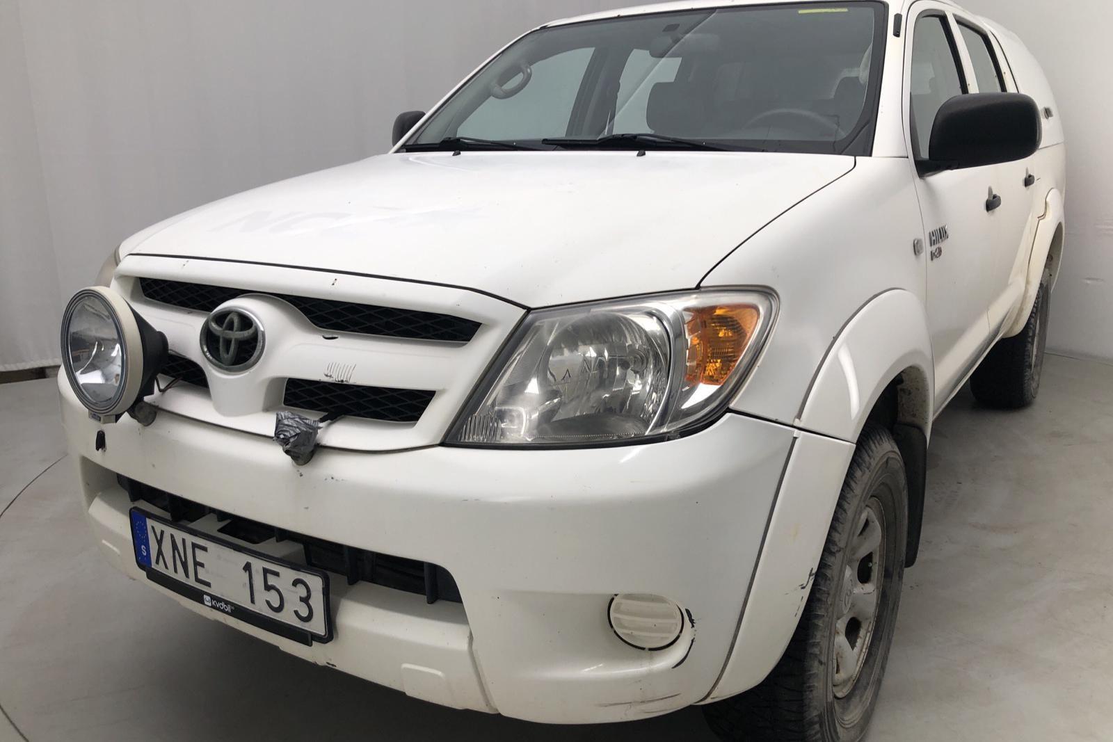 Toyota Hilux 2.5 D-4D 4WD (102 PS)
