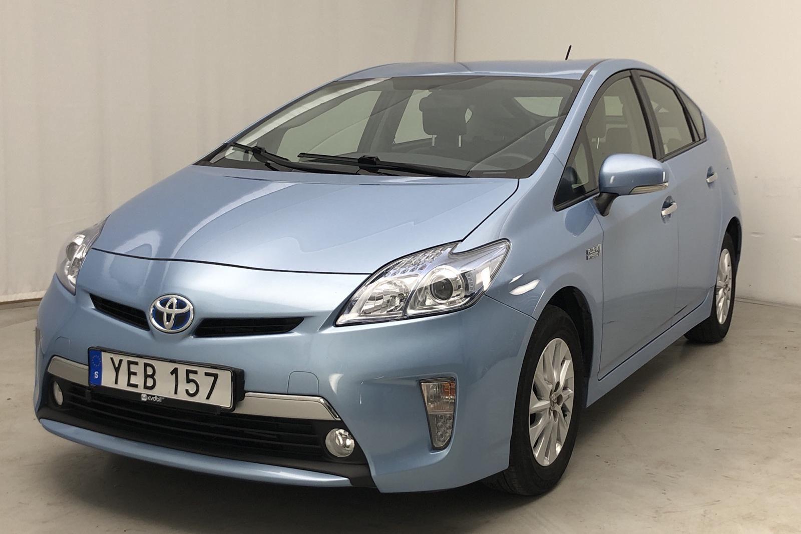 Гибридный плагин Toyota Prius 1.8 (99hk)