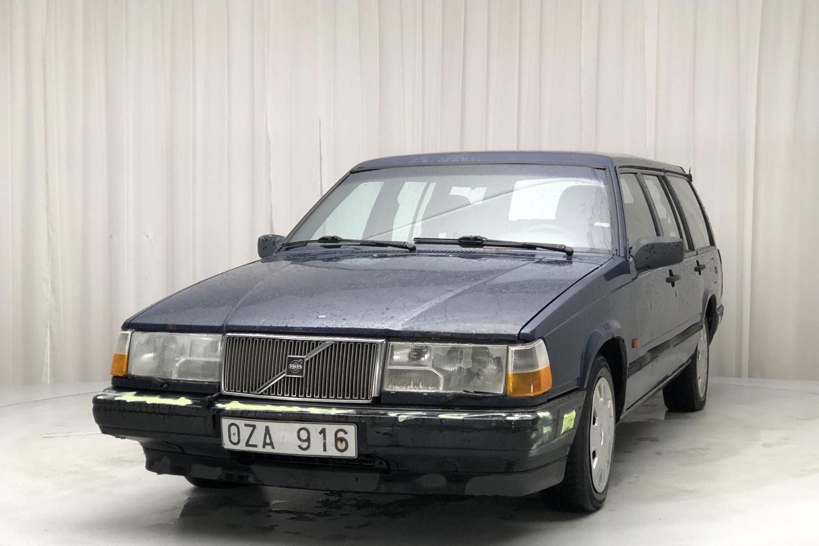 Volvo 945 2.3 (135 PS)