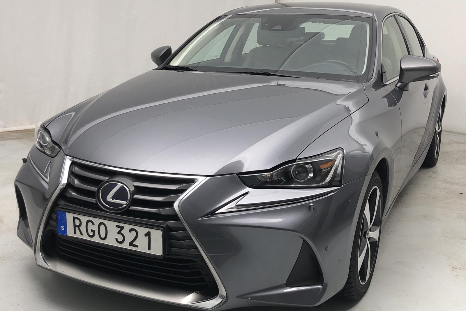 Lexus IS 300h (181hk)