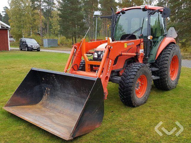 Kubota M7040 Traktor mit Lader, Schaufel, Palettengabeln & Amp; Pflug - 13