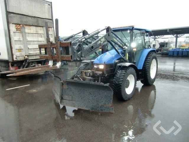 New Holland TL 100 4x4 Traktor mit Lader, Pflug, Gabeln und Sandstreuer - 03