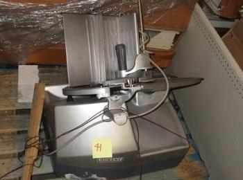 Hobart LQ2BASE Fleischschneidemaschine, S / N: 63-1006-149, Zweck der Ausrüstung: Zur Bereitstellung