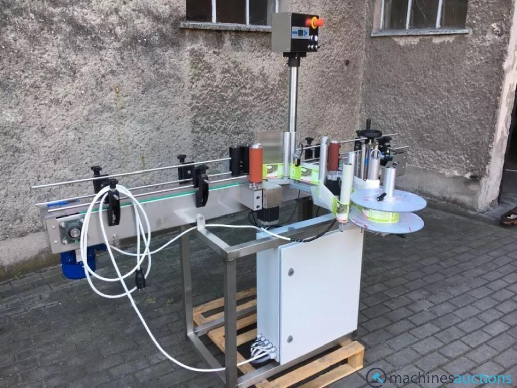 Halbautomatische volumetrische Vierkopf-Flüssigkeitsfüllmaschine Automatische Flaschenfüllmaschine