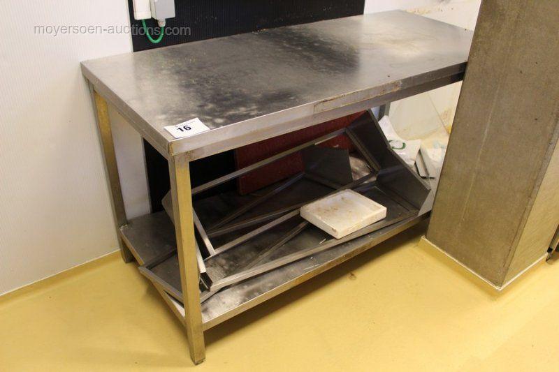 1 Arbeitstisch aus Edelstahl mit 1 Ablage