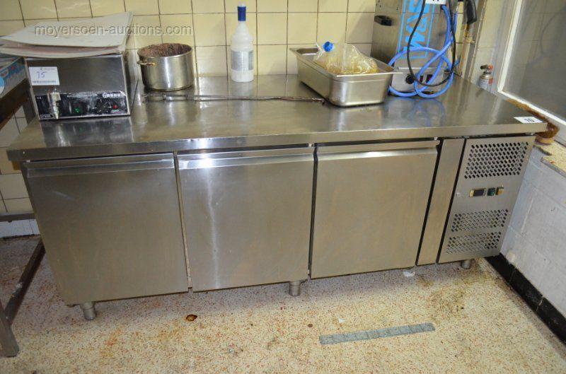 1 Kühlwerkbank mit 3 Türen
