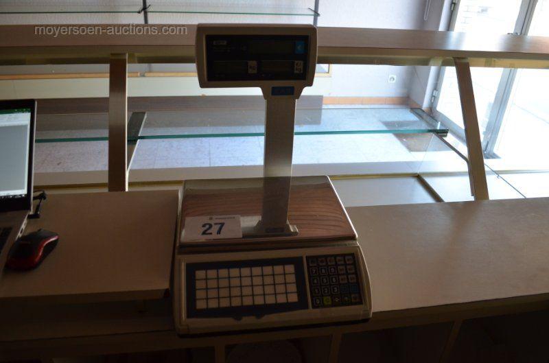 1 digitale CAS-Waage Maximum: 6/15 kg Minimum: