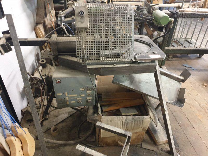 Pneumatische Metallbiegemaschine