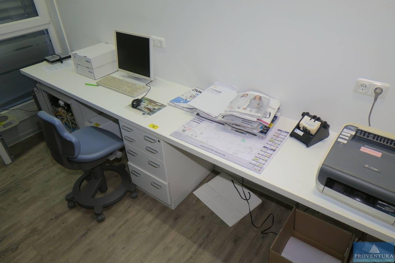 Schreibtischzeile weiß ca. 330b cm