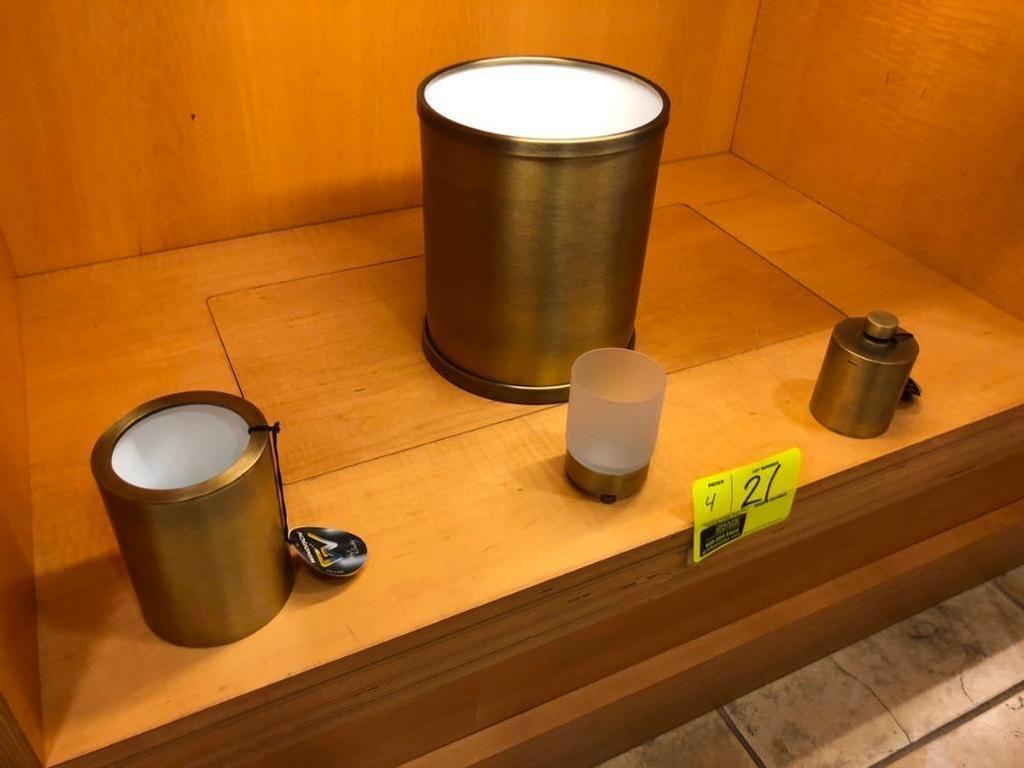 Verschiedene Accessoires fürs Bad