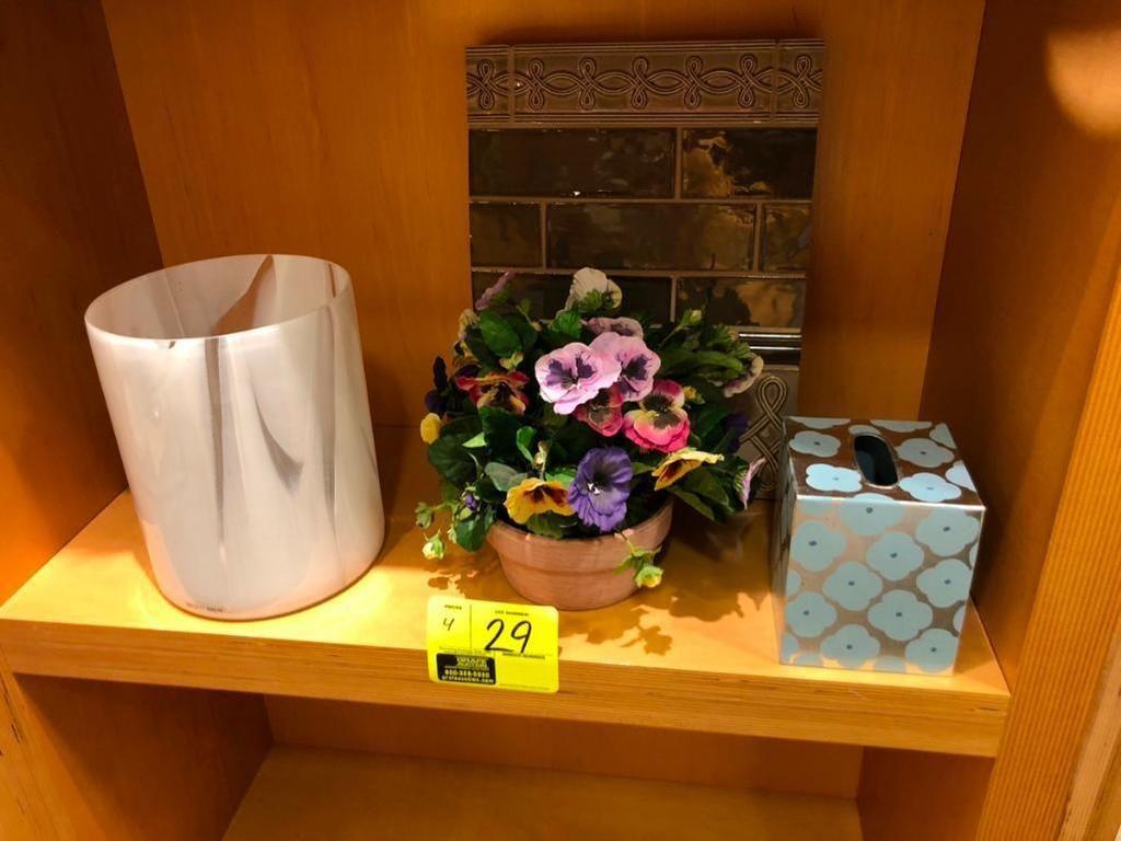 (1) Pflanzendekor, (1) Abfallkorb, (1) Taschendeckel für Gesichtstücher und (1) Fliesenplatte