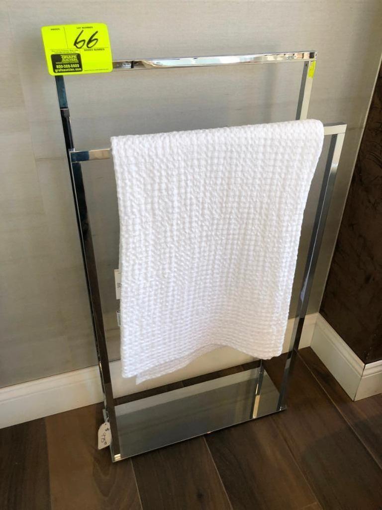 Freistehender Handtuchhalter aus Chrom