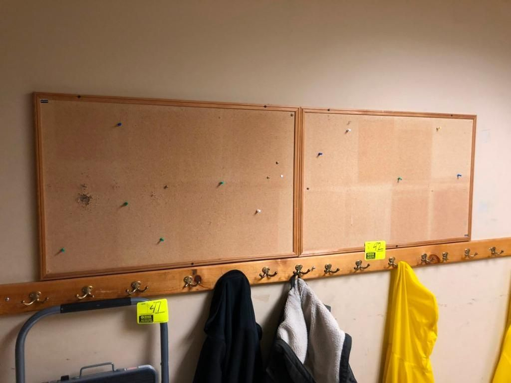 Garderobe mit Corkboards