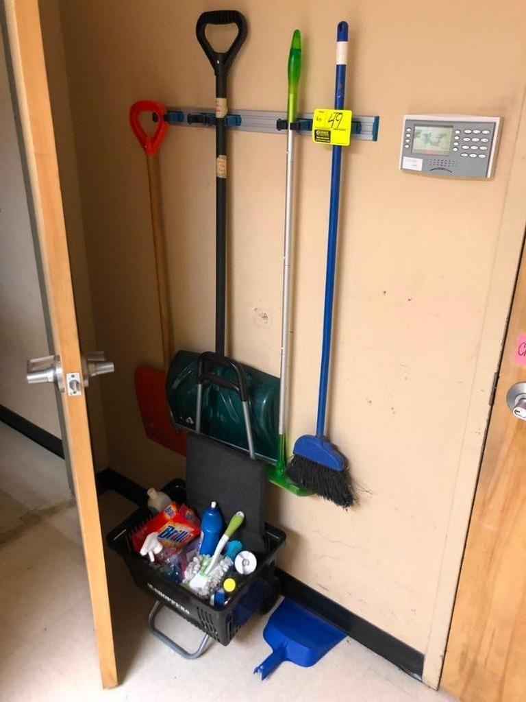 Werkzeughalter mit Reinigungswerkzeug