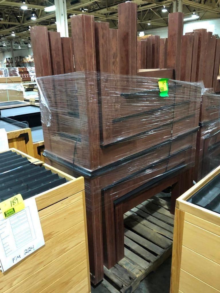 Assortierte Holztische
