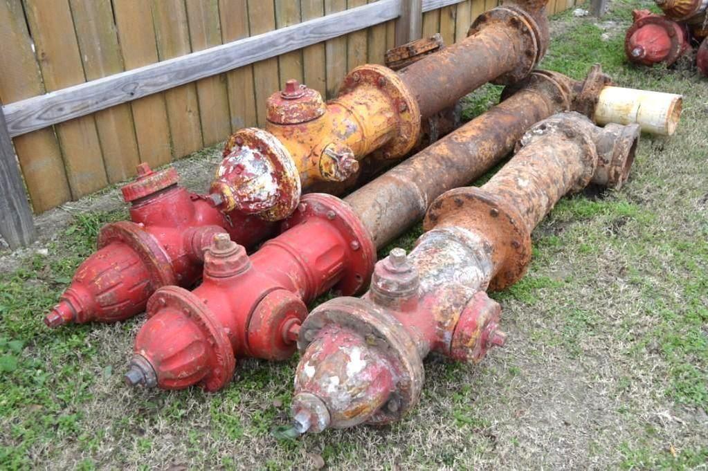 Gruppe von 4 Hydranten