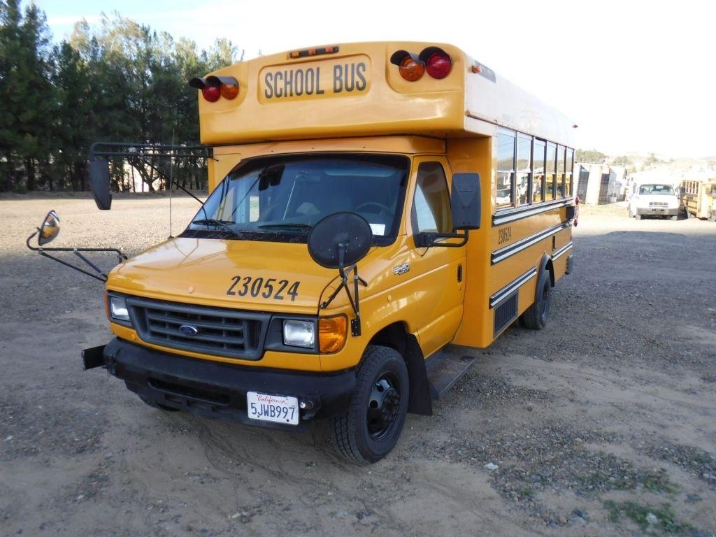 2004 Ford E450 18-Personenbus,