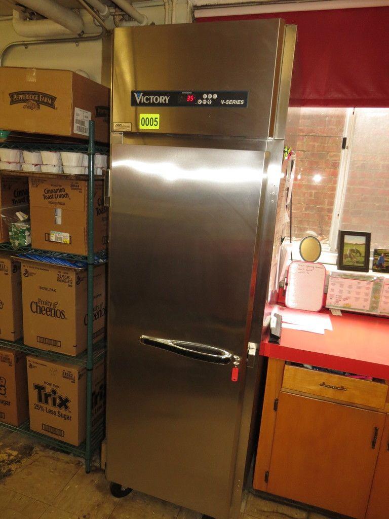 Aufrechter Kühlschrank aus Edelstahl