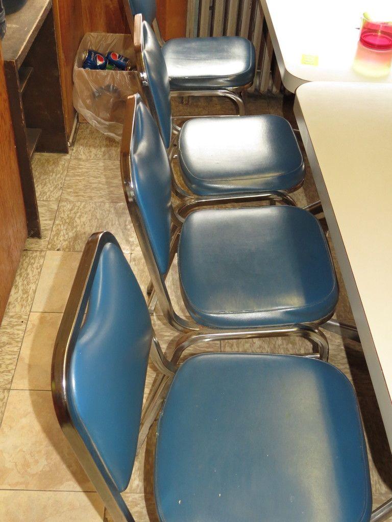 Stapel Stühle