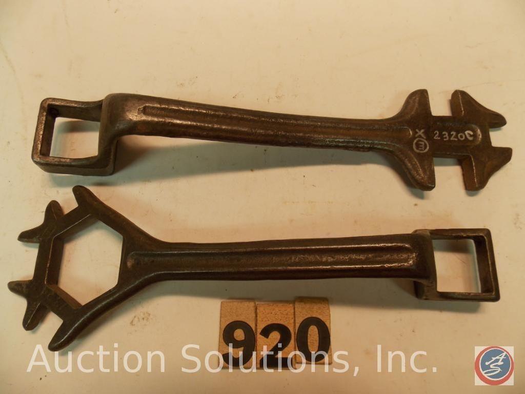 (2) Buggy-Schlüssel 9 Zoll, (1) markiert 2320c - (1) markiert 7324b