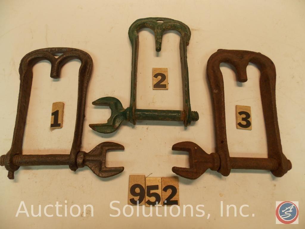 (3) Bolzen für Gabelkopf und Schraubenschlüssel