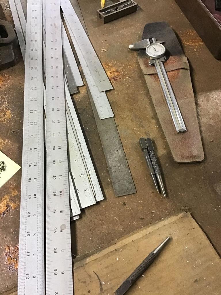 Metallregeln, Mikrometer, Stempel und mehr