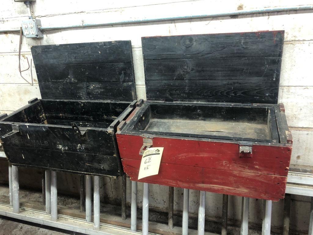 (2) Vintage-Werkzeugkästen aus Holz